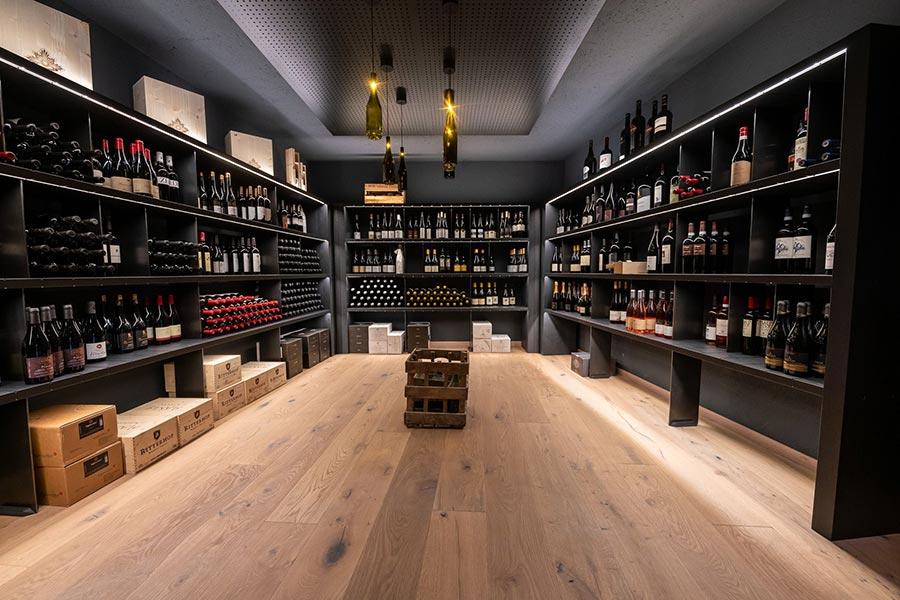 Einzigartiger Weinkeller mit edlen Tropfen. Bildquelle: Naturhotel Rainer
